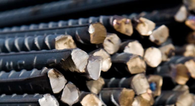 Lavorazione dell'acciaio tondo per cemento armato